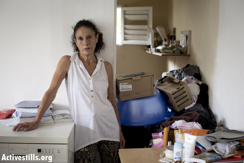 Sima, living in the apartment for 34 years, after her parents passed away. (Oren Ziv/Activestills.org)