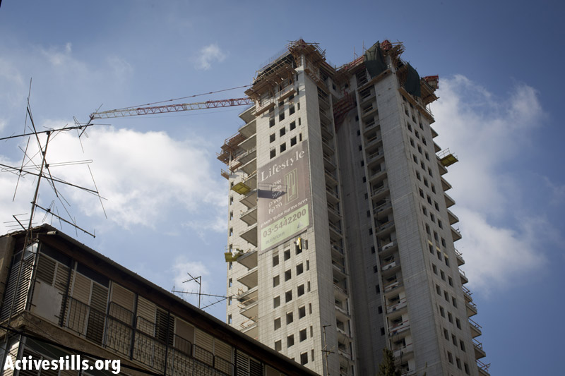 A multi storey luxury building built by the Gefen real estate cooperation, close to the municipality housing project. (Oren Ziv/Activestills.org)