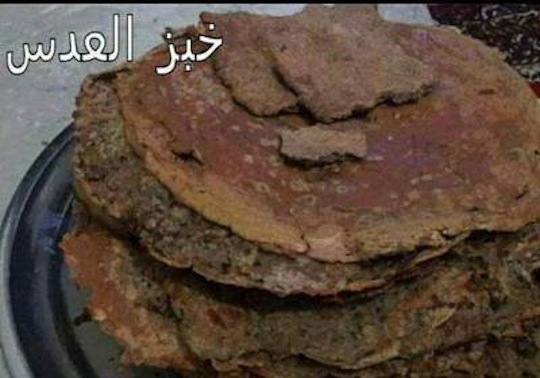 The Palestinian Yarmouk Camp south of Damascus came under siege by the regime in July 2013. Residents now resort to eating flatbreads baked from stale lentils. (photo: Palestinian Camps News Network)