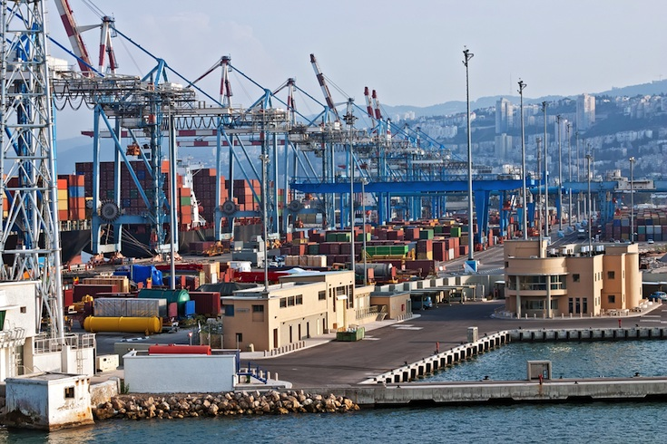 Containers being loaded onto ships for export. (Photo: Shutterstock.com)