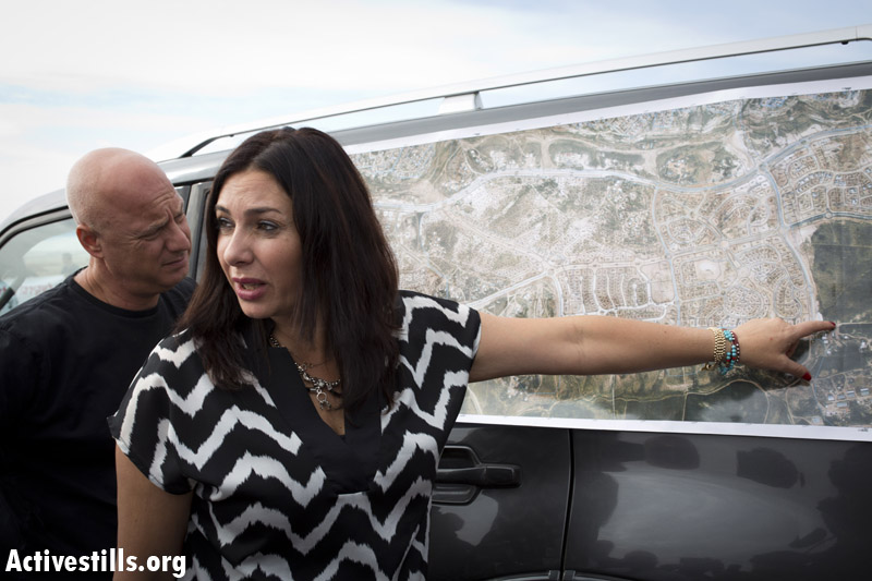 MK Miri Regev points on a map of the city of Rahat, during a Negev tour by the Israeli Knesset Internal Affairs Committee regarding the Prawer plan, in the Bedouin city of Rahat, November 24, 2013. (Photo: Activestills.org)