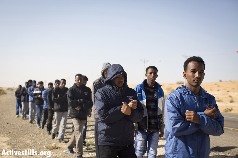African asylum seekers marching during the second March For Freedom, from the Holot detention center toward Be'er Sheva, Negev, December 19, 2013. (Activestills.org)