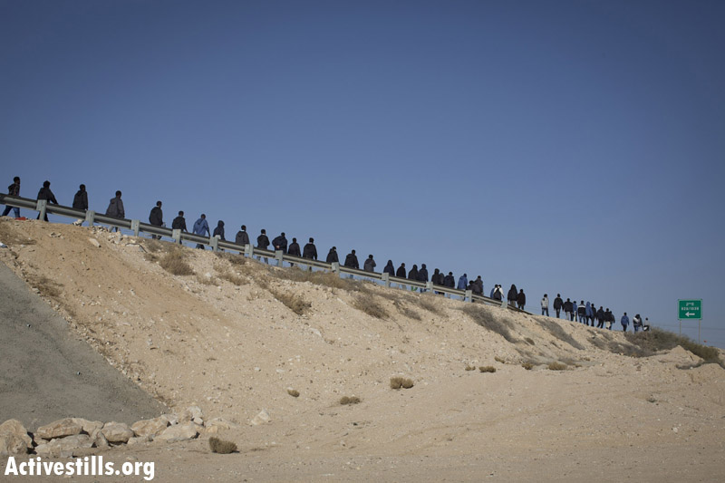 African asylum seekers march during the second March For Freedom, from the Holot detention center toward Be'er Sheva, Negev, December 19, 2013. (Activestills.org)