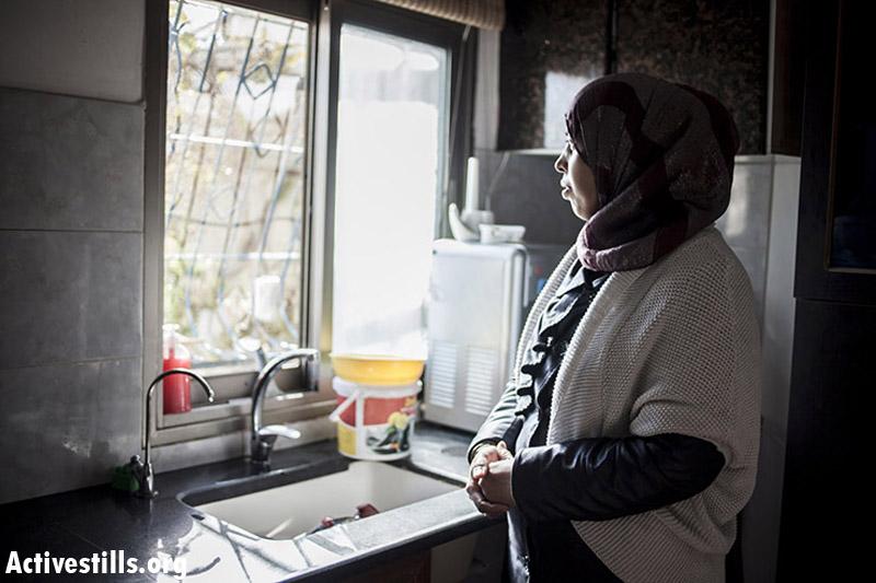 Maysun Qebha, mother of four, married since 2001, Barta'a. (Shiraz Grinbaum/Activestills.org)