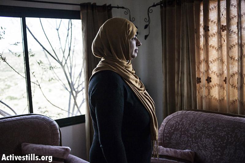 Nabila Qebha, mother of five, married since 1996, Barta'a. (Shiraz Grinbaum/Activestills.org)
