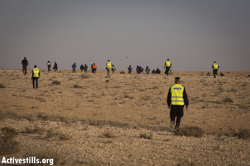 African asylum seekers running away from immigration officers, after taking part in the second March For Freedom from the Holot detention center towards Be'er Sheva, Negev, December 19, 2013. (Activestills.org)