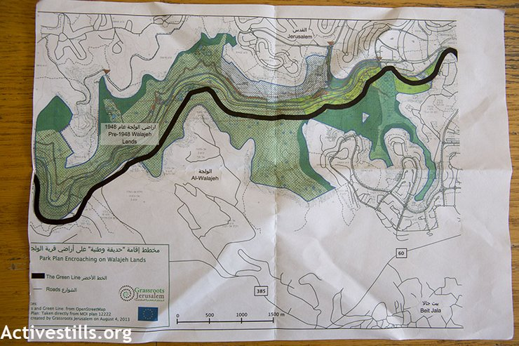 A map of the Al Walaja area provided by the organization Grassroots Jerusalem shows how a planned Israeli national park would encroach on village land. (photo: Anne Paq/Activestills.org)