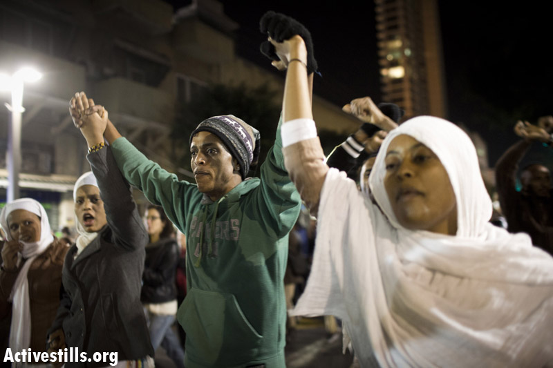 PHOTOS: Thousands of African asylum seekers protest prolonged detention in Tel Aviv