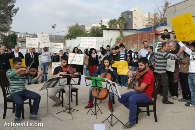 Sa'ad, friends and supporters at a vigil and concert outside induction base. Sa'ad on the viola (Oren Ziv / Activestills)