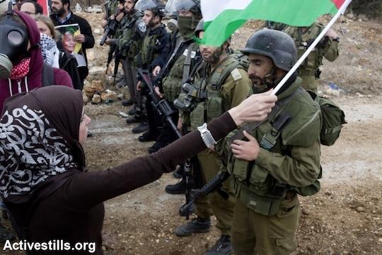Hundreds celebrate, vow to strengthen Palestinian popular struggle