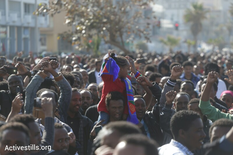 African asylum seekers march to the U.S. Embassy in Tel Aviv, calling on the international community to support their struggle against Israel's asylum policies. (photo: Yotam Ronen/Activestills.org)