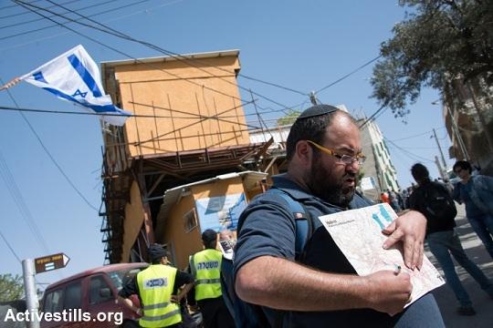 Illustrative photo of Yehuda Shaul of Breaking the Silence leading a tour in Hebron. (photo: Activestills.org)