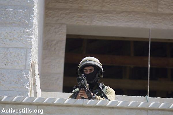 Israeli soldiers raid the village of Halhul, near Hebron. (photo: Activestills)