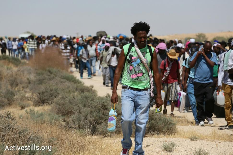 Thousands of African asylum seekers leave Holot detention center without intention to come, June 25, 2014. (Oren Ziv/Activestills.org)