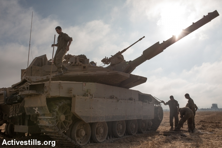 An Israeli tank is seen before entering the Gaza Strip near Israel's border with the Gaza strip on July 24, 2014. (photo: Activestills)