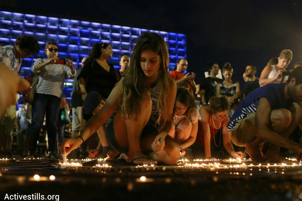 Israelis protesting the Gaza war in Tel Aviv light candles to commemorate the victims. (photo: Oren Ziv/Activestills.org)