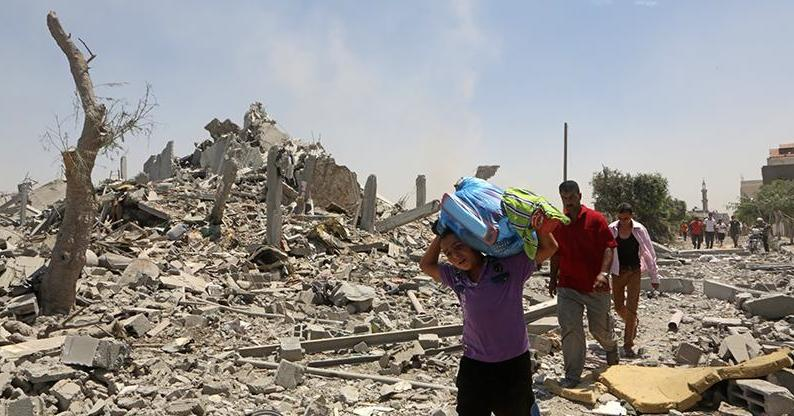 During a temporary ceasefire residents of Khuza'a return to find their homes destroyed and retrieve the bodies of those killed. The temporary ceasefire later fell apart and fighting in the area was renewed, August 1, 2014 (photo: Activestills)
