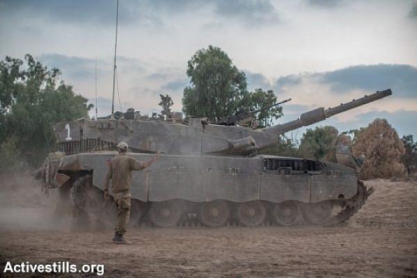Israeli tanks on the Israel-Gaza border. (photo: Activestills.org)