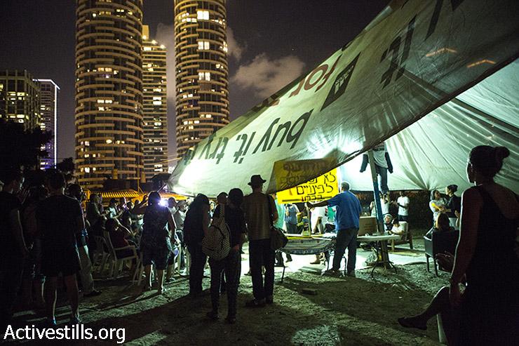 The protest tent in the neighborhood. (Keren Manor/Activestills)