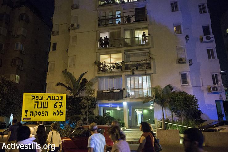 Demonstrators pass through the Bavli neighborhood. (Keren Manor/Activestills)