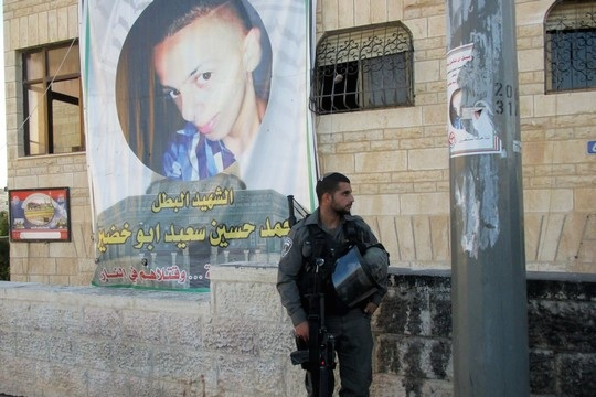 And Israel border policeman outside the Abu Khdeir home in Shuafat, East Jerusalem Sept. 7, 2014 (Photo: Tamar Fleishman)