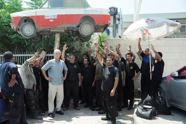 Employees at the Zarfati Garage in Mishur Adumim vote to strike on July 22, 2014. (Photo courtesy of Ma'an workers union)