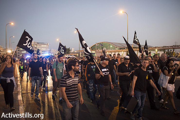 "Residents of south Tel Aviv and right-wing activists protest against the Israeli High Court decision to cancel the ""infiltrator law"" and close the Holot detention center, South Tel Aviv, October 5, 2014. (Activestills)"