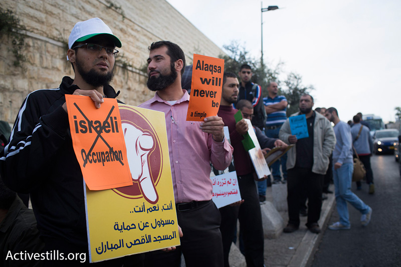 Protesters outside the Old City of Jerusalem, October 15, 2014. (Photo by Oren Ziv/Activestills.org)