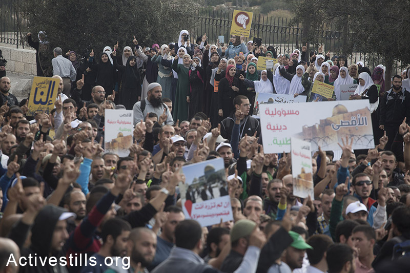 Palestinians protest outside Jerusalem's old city against the Israeli authorities' policy in resent weeks to limit access for Muslim worshippers to the al-Aqsa mosque compound, October 15, 2014. At least four protesters were arrested after Israeli police dispersed the protest. Muslim men and women over 50 are allowed to enter the compound in recent weeks, as Jewish right-wing activists enter al-Aqsa mosque compound with police escort. (Activestills.org)
