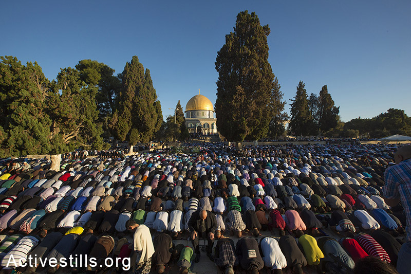 Palestinian Muslim worshipers pray at the al-Aqsa Mosque compound in Jerusalem's old city on the first day of Eid al-Adha (Feast of the Sacrifice) marking the end of the hajj and commemorating Abraham's willingness to sacrifice his son Ismail on God's command, on October 4, 2014. Israel is in security lockdown for the Jewish fast of Yom Kippur, which is coinciding with the Muslim festival of Eid al-Adha for the first time in three decades. The concurrence of the holy days has not occurred for 33 years because the two faiths use different lunar calendars. (Activestills.org)