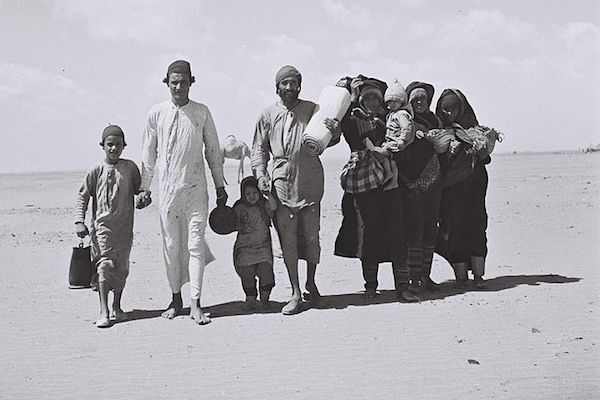Yemenite Jews walking to a 'reception camp' near Aden, Yemen, 1949. (Photo by Kluger Zoltan/Israel National Archive)
