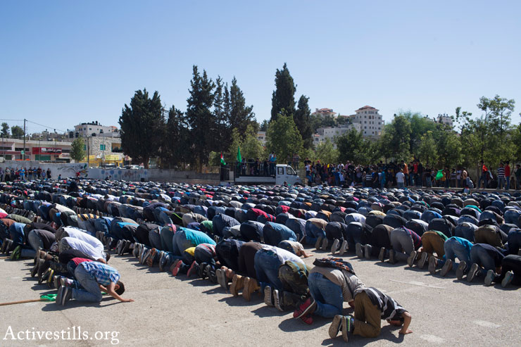 Palestinians pray at the funeral of 14-year-old Palestinian-American Orwah Hammad, in the West Bank village of Silwad, October 26, 2014. (Photo by Oren Ziv/Activestills.org)