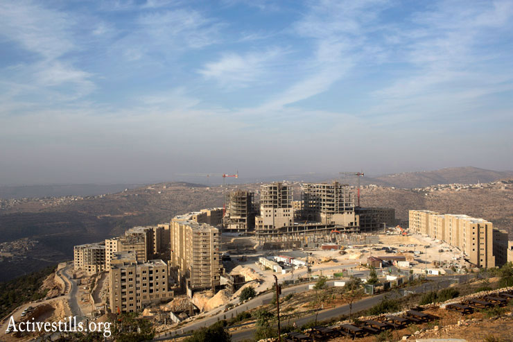 A view of Rawabi. (Photo by Oren Ziv/Activestills.org)