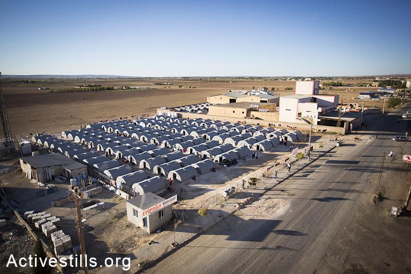 A view of the tents at Ravaya refugee camp, Turkey-Syria border, October 2014. Photo: Faiz Abu-Rmeleh/Activestills.org