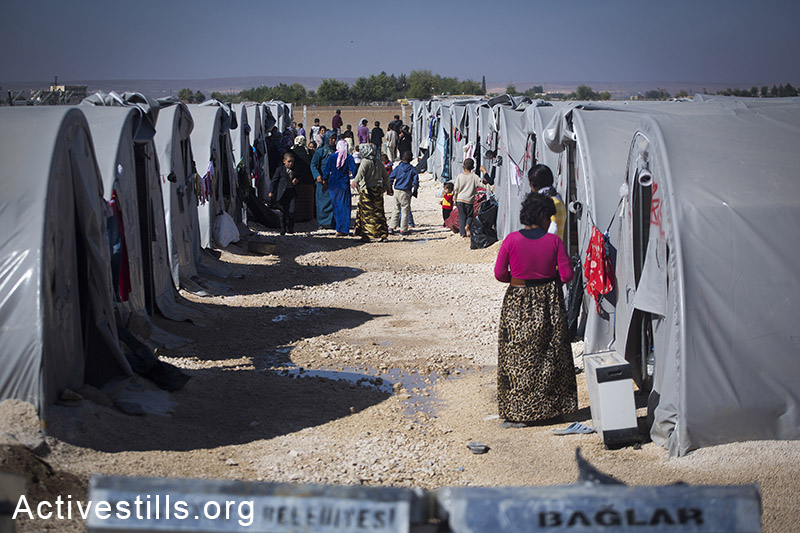 A view of Ravaya refugee camp in the city of Suruc, Turkey, October 2014. Photo: Faiz Abu-Rmeleh/Activestills.org