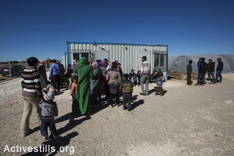 Refugees line up to register at Arin Mirxan refugee camp, October 2014. Photo: Faiz Abu-Rmeleh/Activestills.org