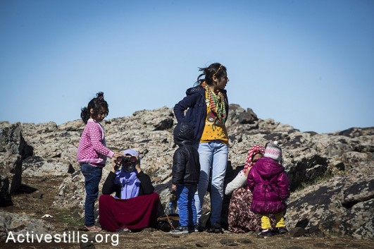 A family of refugees seen after coming in through the border from the Syrian city of Kobane, Turkish-Syrian border, October 2014. Photo: Faiz Abu-Rmeleh/Activestills.org
