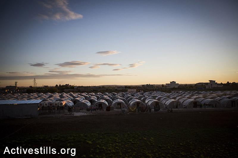 Arin Mirkhan refugee camp at dawn, October 2014. Photo: Faiz Abu-Rmeleh/Activestills.org