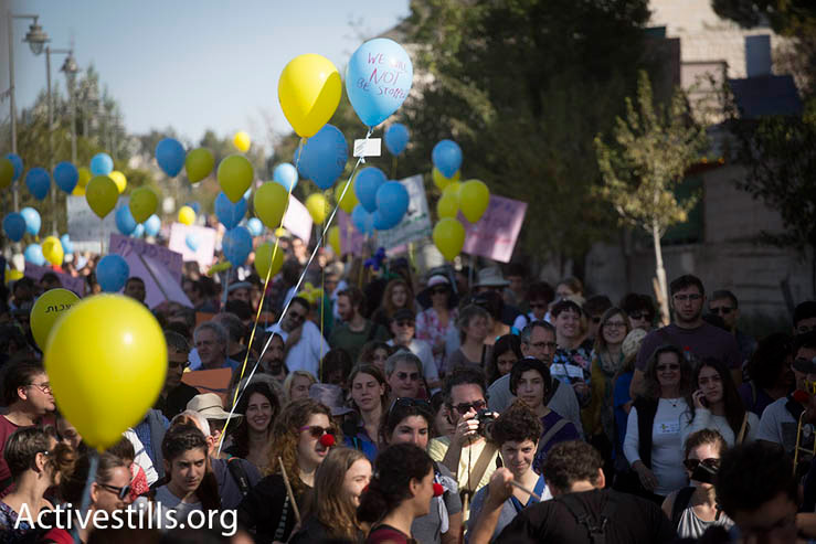 "Thousands of people march through Jerusalem in support and solidarity with the Max Rayne ""Hand in Hand"" bilingual school, which was the target of a racist arson attack a week earlier, Jerusalem, December 5, 2014. (Photo by Oren Ziv/Activestills.org)"
