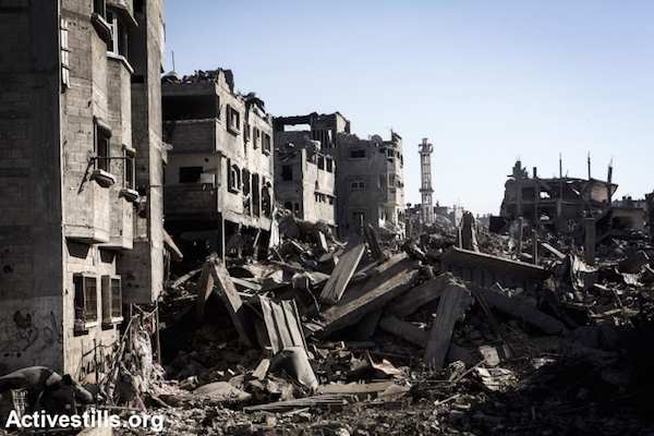 A destroyed quarter in Shejaiya neighborhood in the east of Gaza City, during a ceasefire, July 27, 2014. (Photo by Anne Paq/Activestills.org)