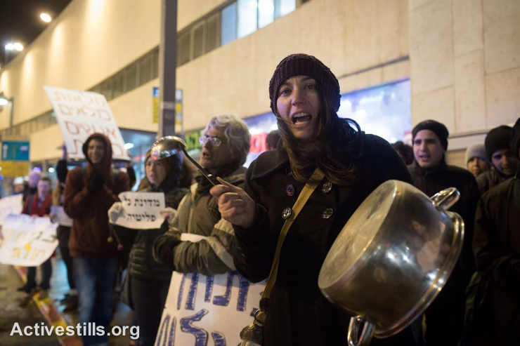 Israeli activists protest against the harsh conditions in Holot Prison, after wardens at the facility prohibited the detainees from bringing in heaters in the dead of winter Tel Aviv January 10, 2015. (photo: Activestills.org)