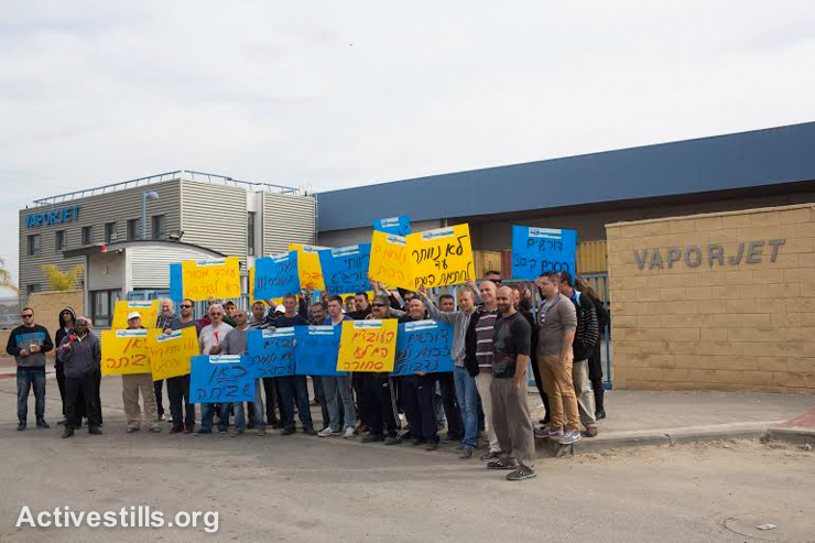Israeli workers from Vaporjet factory in the southern city of Ofakim strike and protest outside the factory, Negev Desert, January 25, 2015. The workers are holding a strike for over a week now, calling on the management to improve their working conditions and salaries. (photo: Activestills.org)