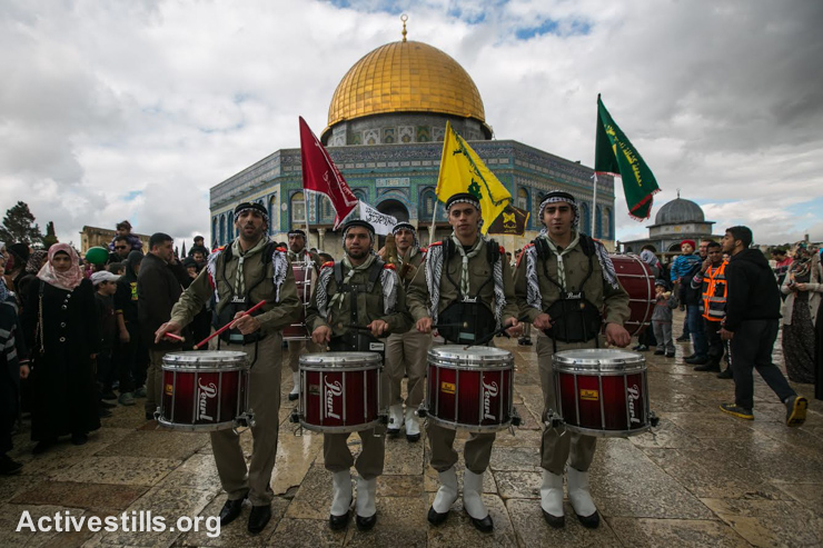 Palestinian scouts play music during a ceremony commemorating the birth of Prophet Mohammed, a holiday known in Arabic as Mawlid al-Nabawi, next to the Dome of the Rock in Al Aqsa compound in Jerusalem's old city, January 3, 2015. (photo: Activestills.org)