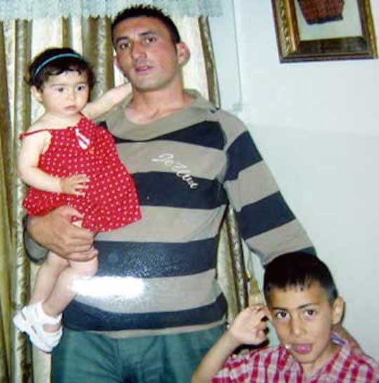 Yasser a-Tmeizi and his two children (Courtesy of the a-Tmeizi family)