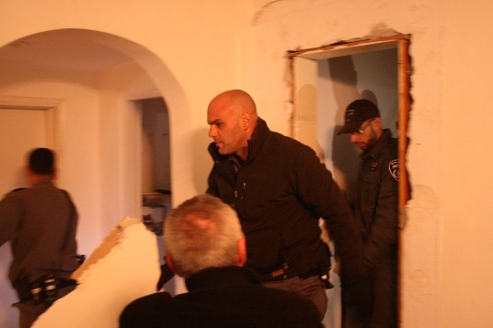 Police entering the Hakak home through a wall, Givat Amal, Tel Aviv December 29, 2014. (Photo by Haggai Matar)