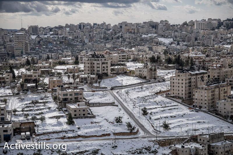 Snow covers the West Bank city of Ramallah, February 20, 2015. (Photo by Yotam Ronen/Activestills.org)