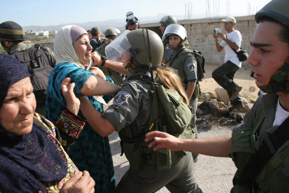 Palestinian women confront Border Police soldiers during a demonstration in Bil'in. (photo: Oren Ziv/Activestills.org)