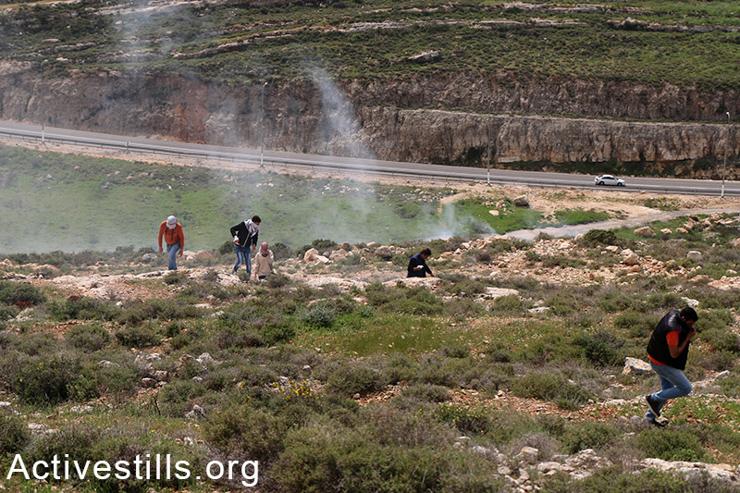 Palestinians run from Israeli tear gas in the village of Qaryut. (photo: Activestills.org)