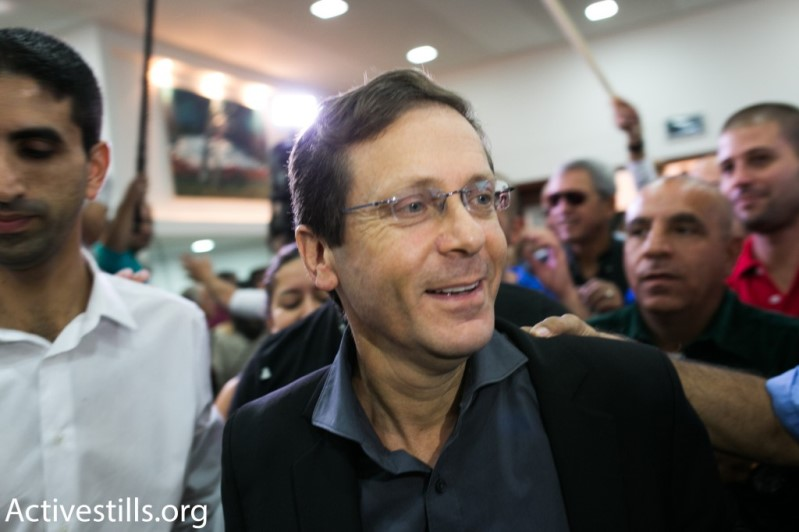 Labor leader Isaac Herzog at an election event (photo: activestills.org)