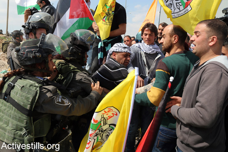 Palestinian, Israeli and international activists protest against Israeli plan to build new settlements in the E1 area of the West Bank, Eizariya, West Bank, March 17, 2015. (Ahmad al-Bazz/Activestills.org)